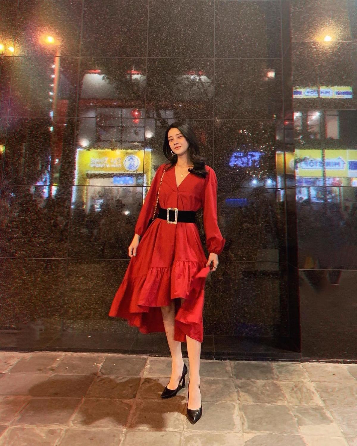 Không chỉ có gương mặt thanh thoát, Mỹ Duyên còn sở hữu sắc vóc đáng ngưỡng mộ. Cô cao 1m69 với thân hình cân đối, từng lọt Top 10 Hoa hậu Biển Việt Nam 2016.