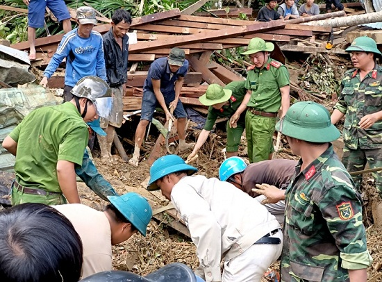 Vụ sạt lở ở xã Trà Leng: 'Tôi thấy bà con nằm đó mà không làm gì được' - Ảnh 1