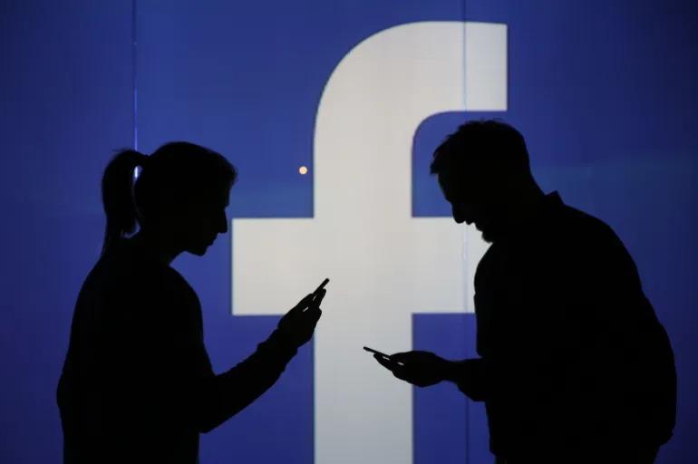 Facebook bị tố độc hại với người dùng trẻ tuổi
