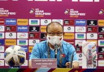 """HLV Park Hang Seo: """"Tuyển Việt Nam cố gắng khắc chế Trung Quốc"""""""