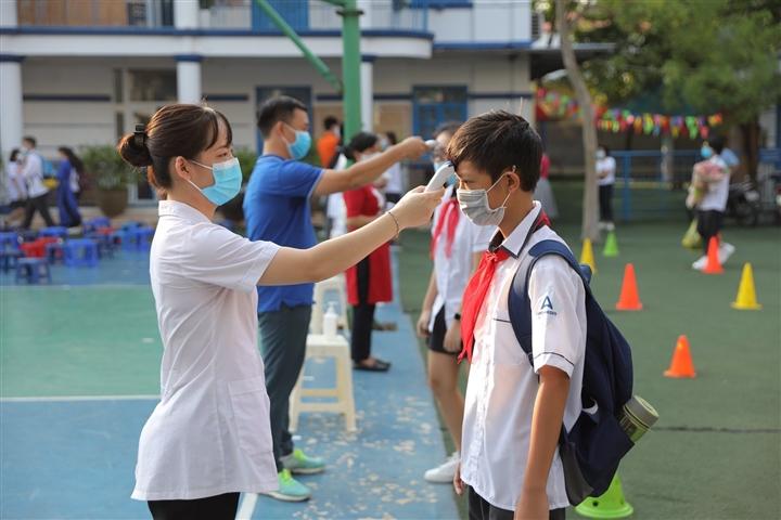 """Hà Nội: Phụ huynh """"vùng xanh"""" mong trường sớm mở cửa, đón học sinh đi học lại"""