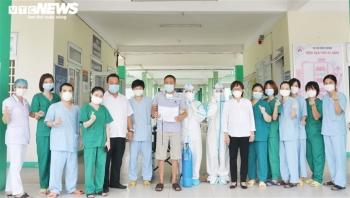 Bệnh nhân COVID-19 trải qua 18 lần lọc máu, ECMO 33 ngày liên tục được xuất viện