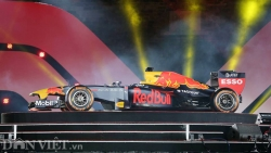 Ảnh: Xe đua F1 xuất hiện hoành tráng tại Hoàng thành Thăng Long