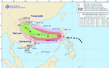Bão số 13 cách quần đảo Hoàng Sa 730 km, giật cấp 15