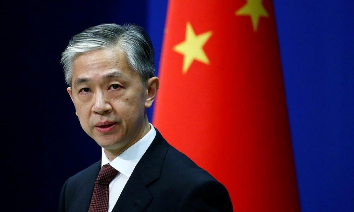 Phát ngôn viên Bộ Ngoại giao Trung Quốc Uông Văn Bân tại họp báo ở thủ đô Bắc Kinh. Ảnh: Reuters.