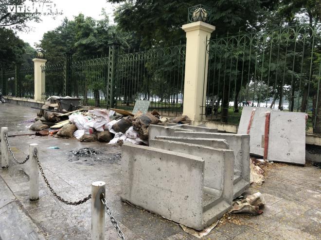 Sau 2 năm, vỉa hè Hà Nội bung vỡ dù đá lát được quảng cáo bền tới 70 năm - 8