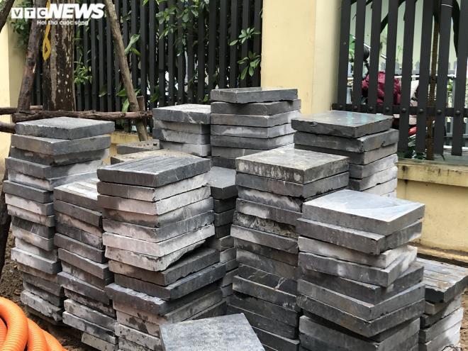 Sau 2 năm, vỉa hè Hà Nội bung vỡ dù đá lát được quảng cáo bền tới 70 năm - 9