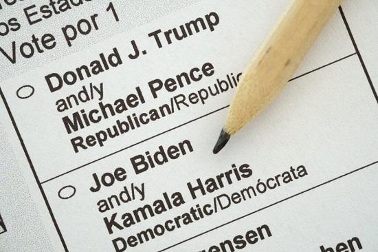 Bầu cử Mỹ 2020: Hai người đàn ông bị bắt vì đăng ký 8.000 phiếu cử tri giả - Ảnh 1