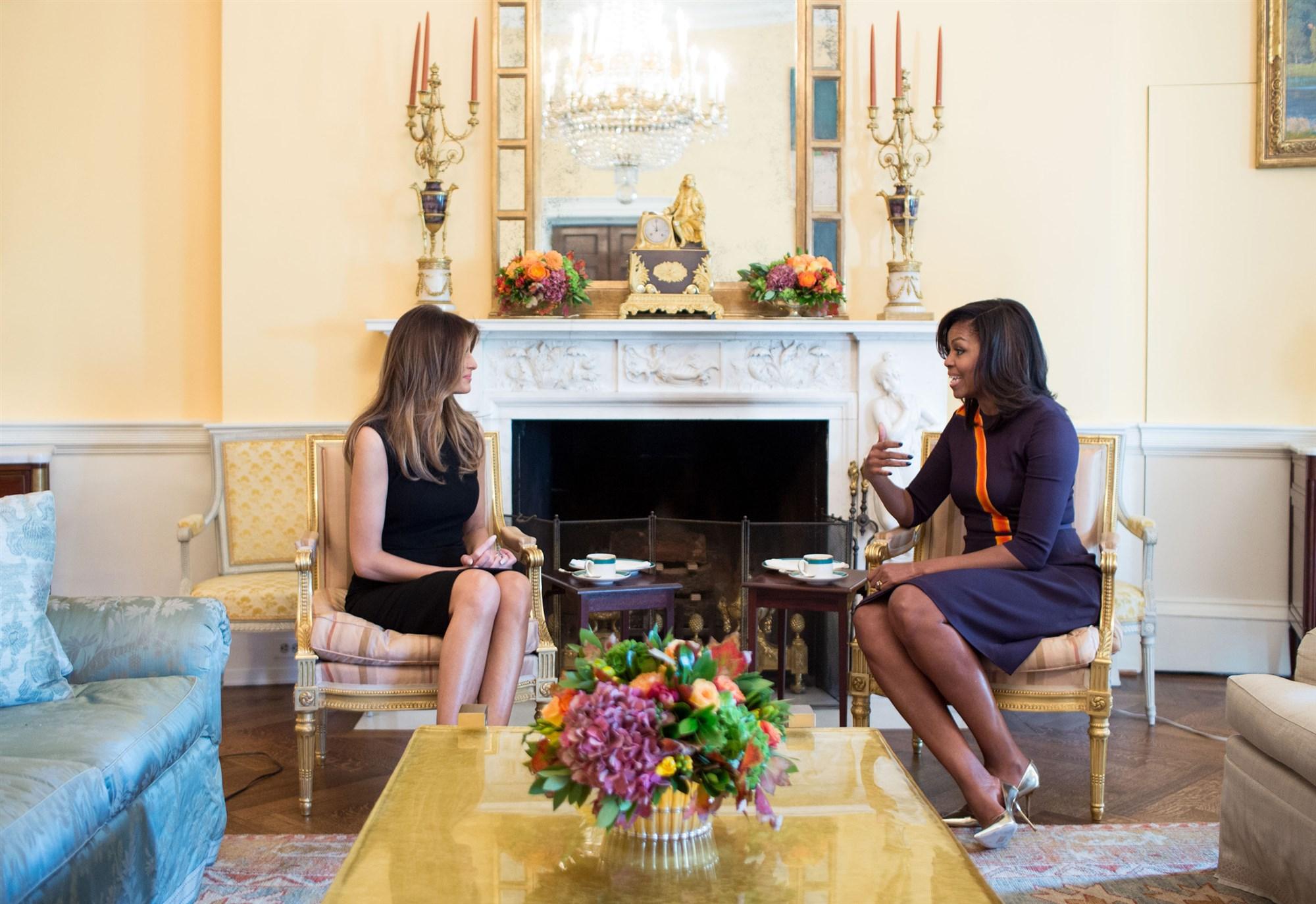 Cựu Đệ nhất phu nhân Michelle Obama đã chuyền giao quyền lực cho người kế nhiệm thế nào? - Ảnh 1