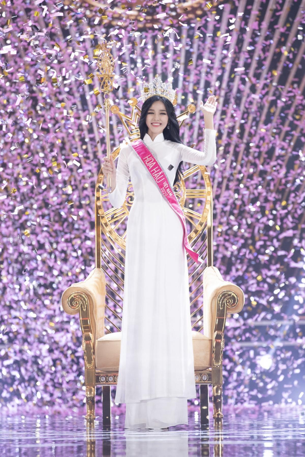 Chủ nhân chiếc vương miện Hoa hậu Việt Nam 2020 đã thuộc về Đỗ Thị Hà. Người đẹp không giấu nổi xúc động trong giây phút được xướng tên ngôi vị cao nhất của cuộc thi Hoa hậu Việt Nam.