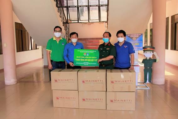Đoàn thanh niên PVFCCo trao tặng vật tư y tế cho Khu cách ly – Bệnh viện dã chiến Củ Chi