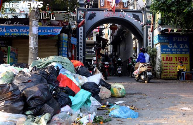 Công nhân vệ sinh môi trường đình công, Hà Nội lại ngập ngụa trong rác thải