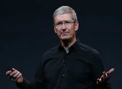ceo apple tim cook noi gi giua tam bao