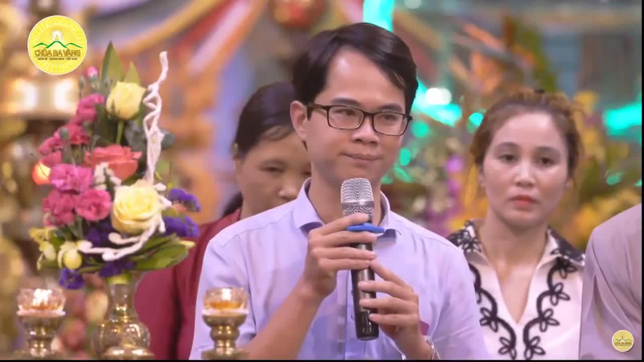 BS Nguyễn Hồng Phong xuất hiện trong buổi thuyết pháp ở chùa Ba Vàng