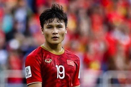 Màn phối hợp thoát pressing của Quang Hải và Văn Hậu ở King's Cup