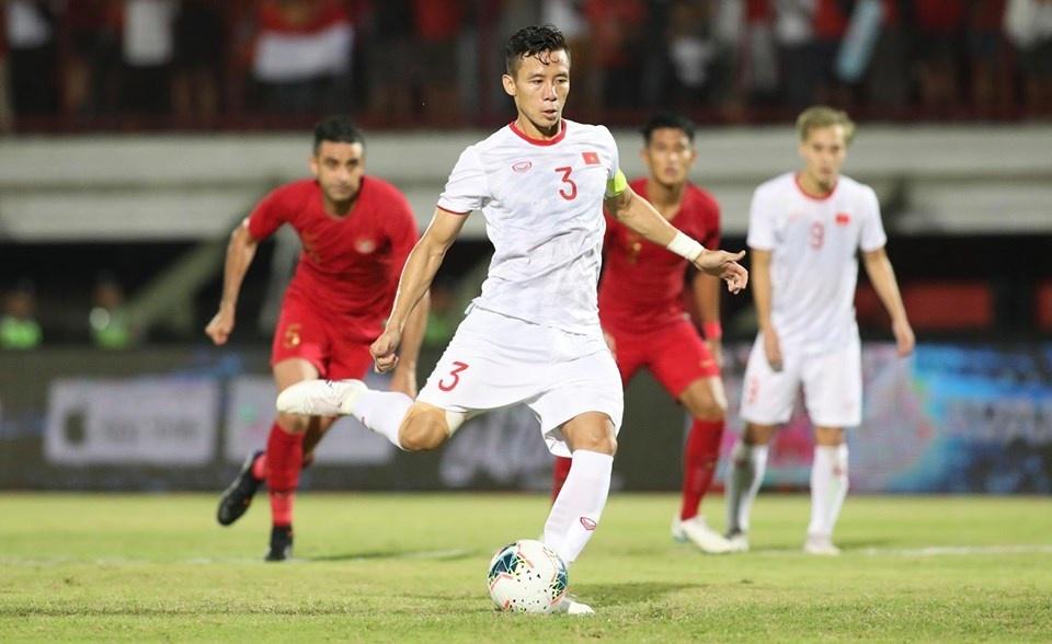 Quế Ngọc Hải sút phạt đền tinh quái, tuyển Việt Nam dẫn Indonesia 2-0