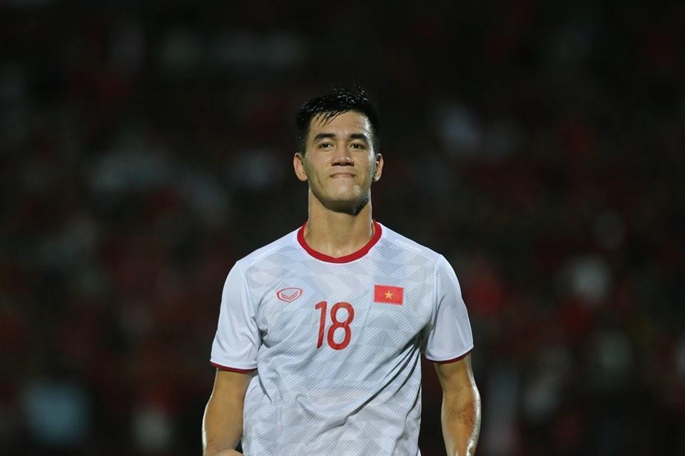 Tiến Linh ghi bàn thứ 3, tuyển Indonesia vỡ trận