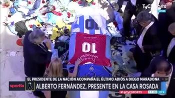 Dòng người vào viếng Diego Maradona